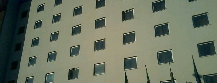Holiday Inn Express is one of Locais curtidos por Kevin.
