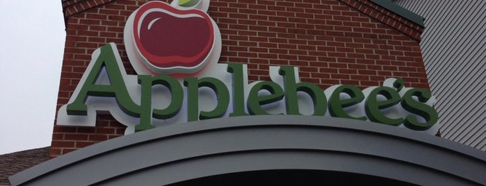 Applebee's Grill + Bar is one of Cadu'nun Beğendiği Mekanlar.