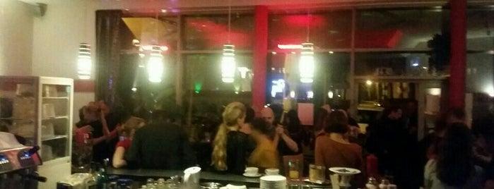 Canape Café - Bar - Lounge is one of Locais salvos de Vancra.