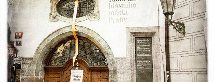 Dům U Zlatého prstenu is one of Navštiv 200 nejlepších míst v Praze.