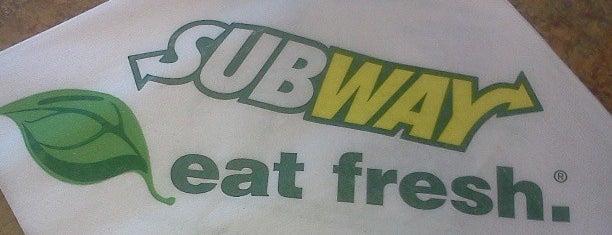 Subway is one of Locais curtidos por Eren.