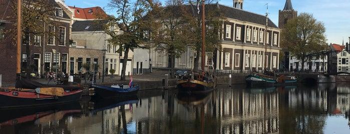 Bibliotheek Schiedam - de Korenbeurs is one of Tempat yang Disukai Frank.