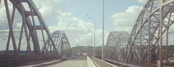 Дарницький автомобільний міст (Міст Кірпи) is one of Tempat yang Disukai Galia.