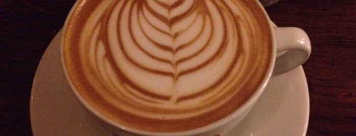 Arábica Espresso Bar is one of Danieleさんのお気に入りスポット.