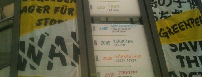 Greenpeace e.V. is one of Pablo a bordo del Rainbow Warrior III.