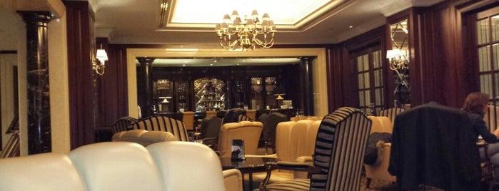 Lobby Lounge Bar is one of Lieux qui ont plu à Olga.