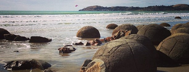 Moeraki Boulders is one of Новая Зеландия.