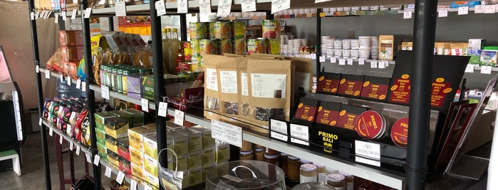 Alive Whole Food & Grocery Store Canggu is one of Lugares favoritos de Lea.