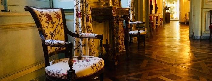 Musée des Arts décoratifs is one of Bordeaux.