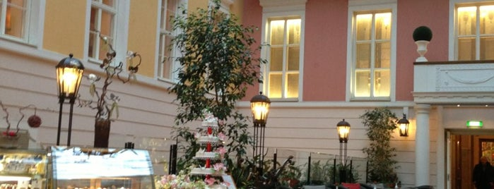 Belmond Grand Hotel Europe is one of Piteronline'nin Kaydettiği Mekanlar.
