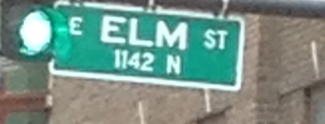 30 E Elm is one of Joeyさんのお気に入りスポット.
