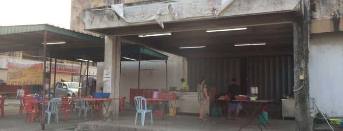 Tmn Chi Liung Claypot Chicken Rice is one of Kuala Lumpur.