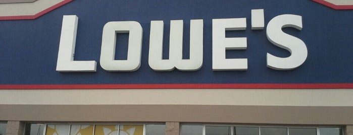 Lowe's is one of Jonathanさんのお気に入りスポット.