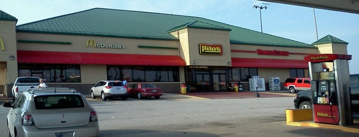 Pilot Travel Centers is one of Lugares favoritos de Mike.
