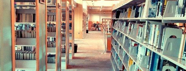 Cameron Village Regional Library is one of Tempat yang Disukai Allicat22.