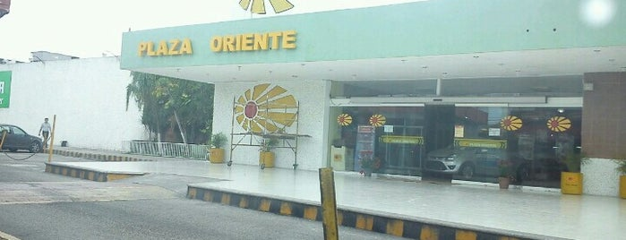 Plaza Oriente is one of Mis Lugares.