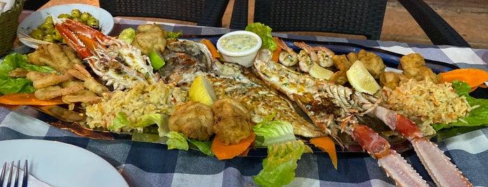 restaurante dos mares is one of Lieux qui ont plu à Soly.