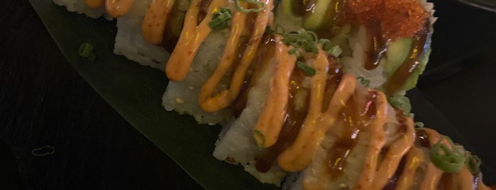 Gold Sushi Club is one of Orte, die Soly gefallen.
