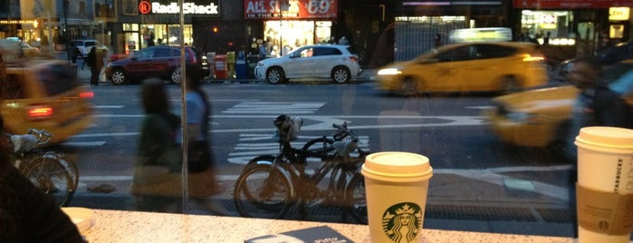 Starbucks is one of willou 님이 좋아한 장소.
