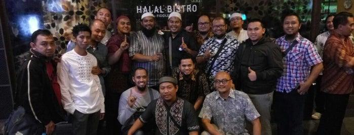 Halal Bistro by Fiddleheads is one of Tempat yang Disukai Natasha.