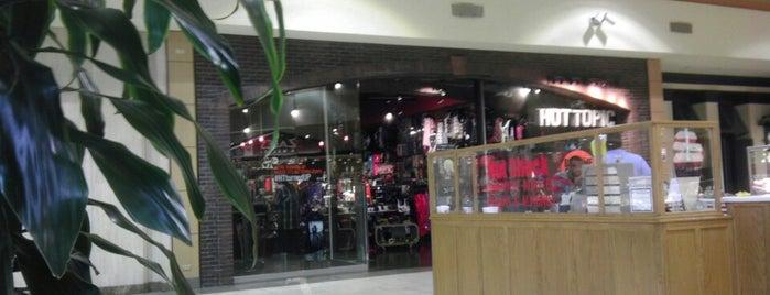 Hot Topic @ Mall of Abilene is one of Tempat yang Disukai Jade.