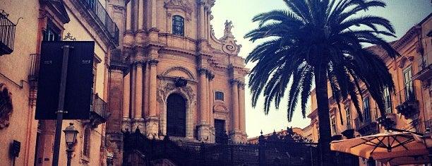 Piazza Duomo is one of Grand Tour de Sicilia.