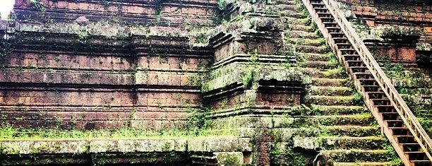 Phimeanakas is one of Angkor Archaeological Park Highlights.
