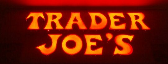 Trader Joe's is one of Tempat yang Disukai Rob.