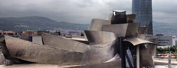 Museo Guggenheim is one of The Seven Ten Split Bagde.