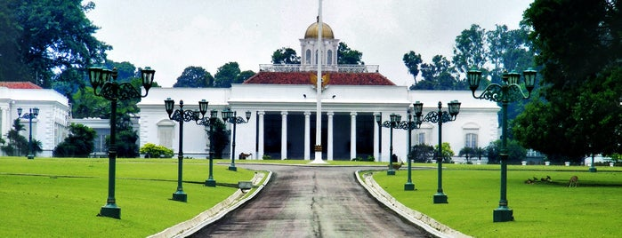 Istana Bogor is one of Lieux qui ont plu à Claudia.