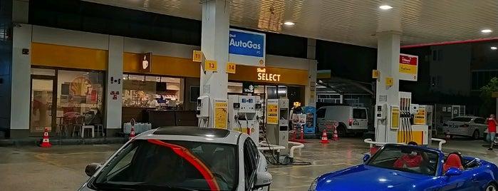 Shell is one of Locais curtidos por Niyazi.