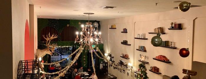 Pushkin Restaurant is one of Gespeicherte Orte von Justin.
