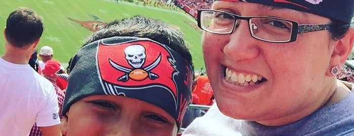 Bucs is one of Lugares  Especiais.