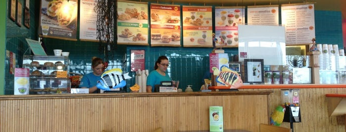Tropical Smoothie Cafe is one of Posti che sono piaciuti a Boyd.