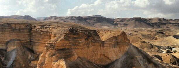Masada is one of Lugares favoritos de Andrew.