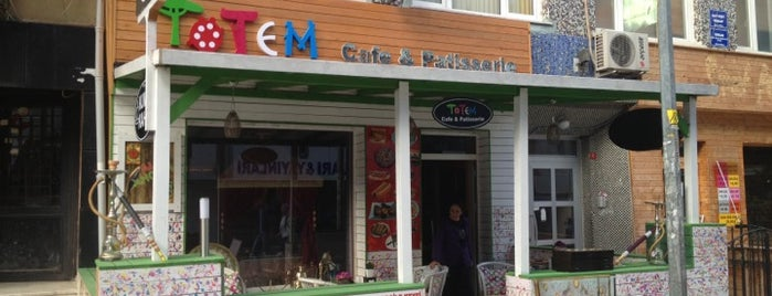 Totem Cafe & Pattiserie is one of Tempat yang Disimpan EsMa SeMa.