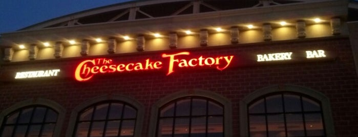 The Cheesecake Factory is one of Tempat yang Disukai Ashley.