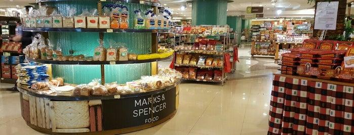 The FoodHall Gourmet is one of สถานที่ที่ RizaL ถูกใจ.