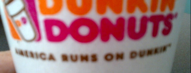 Dunkin' is one of Tempat yang Disukai Yvette.
