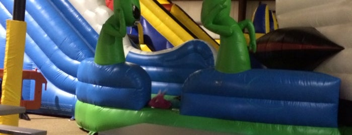 Bounce House is one of Tempat yang Disukai Ashley.
