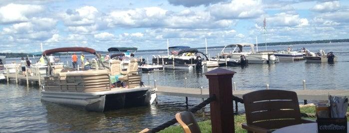 Ernie's On Gull Lake is one of Locais salvos de Emily.
