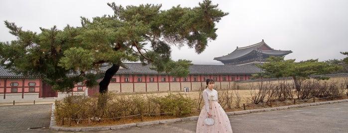 Gyeongbokgung Palace is one of Duygu'nun Beğendiği Mekanlar.