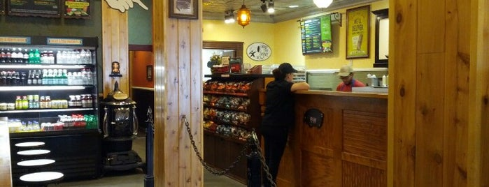 Potbelly Sandwich Shop is one of Lauren'in Beğendiği Mekanlar.