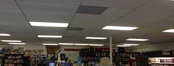 Book Spot is one of Lugares favoritos de Josh.