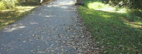 Crabtree Greenway Trailhead is one of Gordon'un Beğendiği Mekanlar.