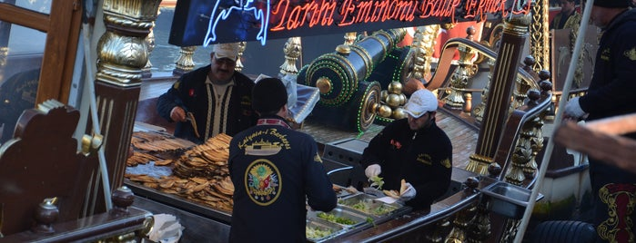 Tarihi Eminönü Balık Ekmek is one of yenilesi.