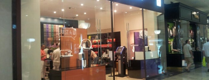 Boutique Nespresso is one of Lieux qui ont plu à Agus.
