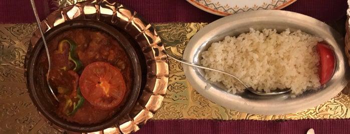 Naguib Mahfouz Cafe is one of Orte, die Kanwal gefallen.