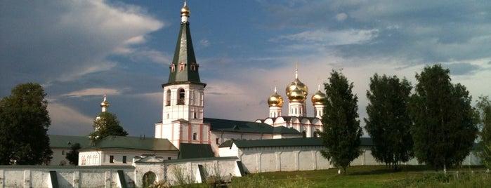Валдайский Иверский Святоозерский мужской монастырь is one of Locais curtidos por Elena.