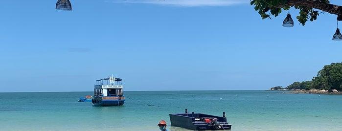 Vong Deuan Beach is one of Locais curtidos por Max.